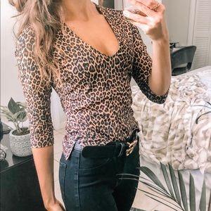 Low Cut Leopard Print mid sleeve top